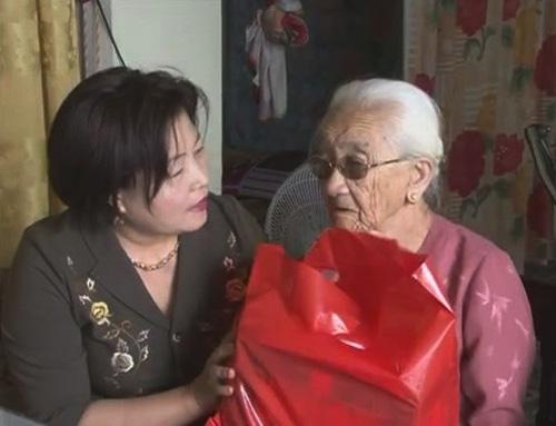 Lãnh đạo tỉnh thăm, tặng quà người cao tuổi trên địa bàn thành phố Đồng Hới
