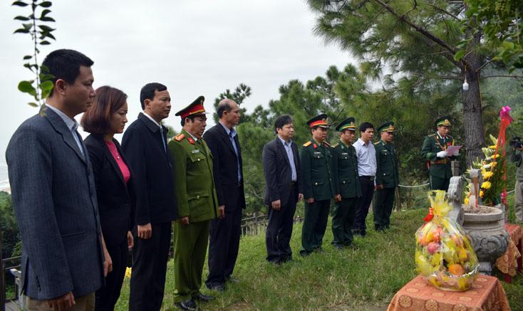 Lãnh đạo tỉnh viếng mộ Đại tướng Võ Nguyên Giáp