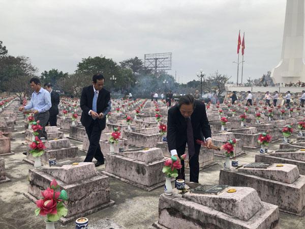Lãnh đạo tỉnh viếng Nghĩa trang Liệt sỹ Ba Dốc nhân dịp tết Nguyên đán Canh Tý năm 2020