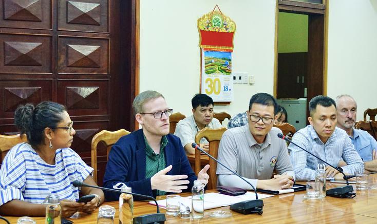 Lãnh đạo UBND tỉnh tiếp xã giao đoàn công tác Đại sứ quán một số nước tại Việt Nam