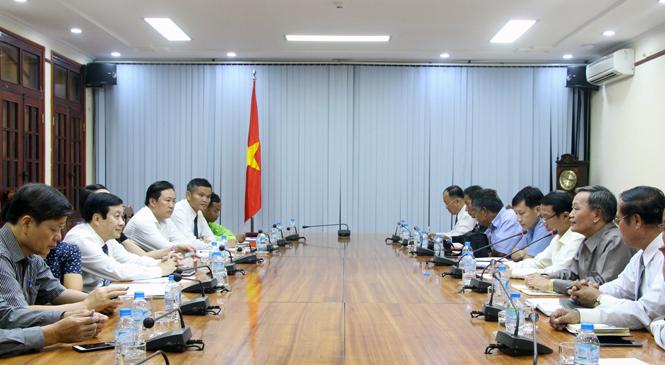 Lãnh đạo UBND tỉnh tiếp xã giao Đoàn công tác nước CHDCND Lào