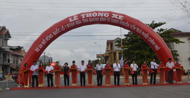Lễ thông xe dự án mở rộng Quốc lộ 1 đoạn qua tỉnh Quảng Bình
