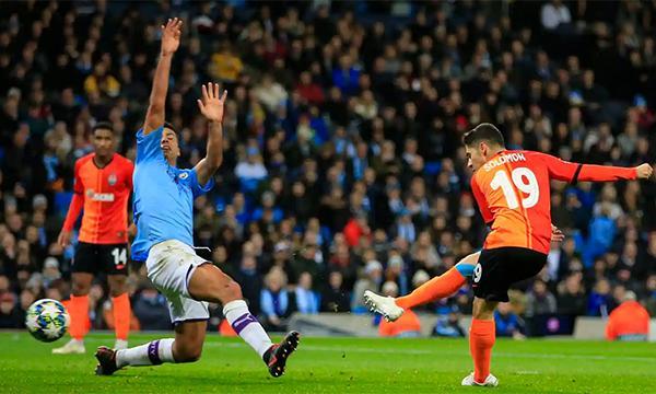 Man City vào vòng 1/8 Champions League