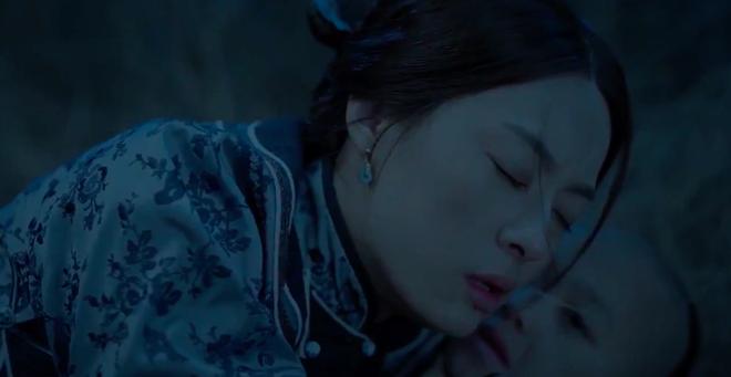 Mắng chửi, ôm ấp cô gái khác trước mặt Tôn Lệ, Trần Hiểu tàn nhẫn đến bất ngờ