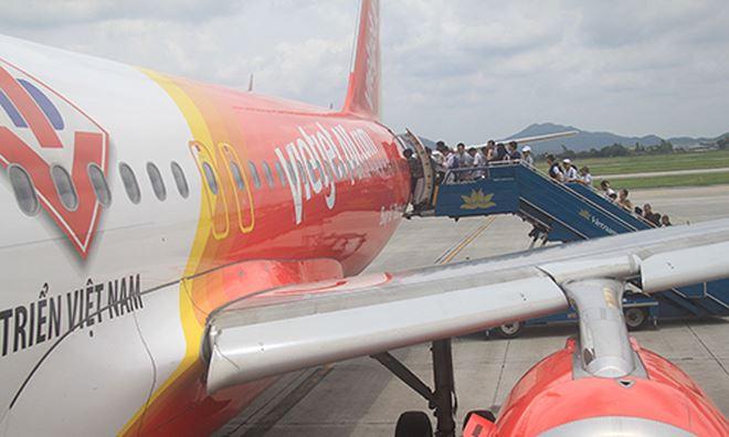 Máy bay Vietjet Air từ Quảng Bình đi TP HCM hạ cánh khẩn ở Đà Nẵng để cứu khách khó thở