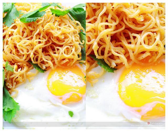 Mì xào trứng cho bữa ăn 2 người