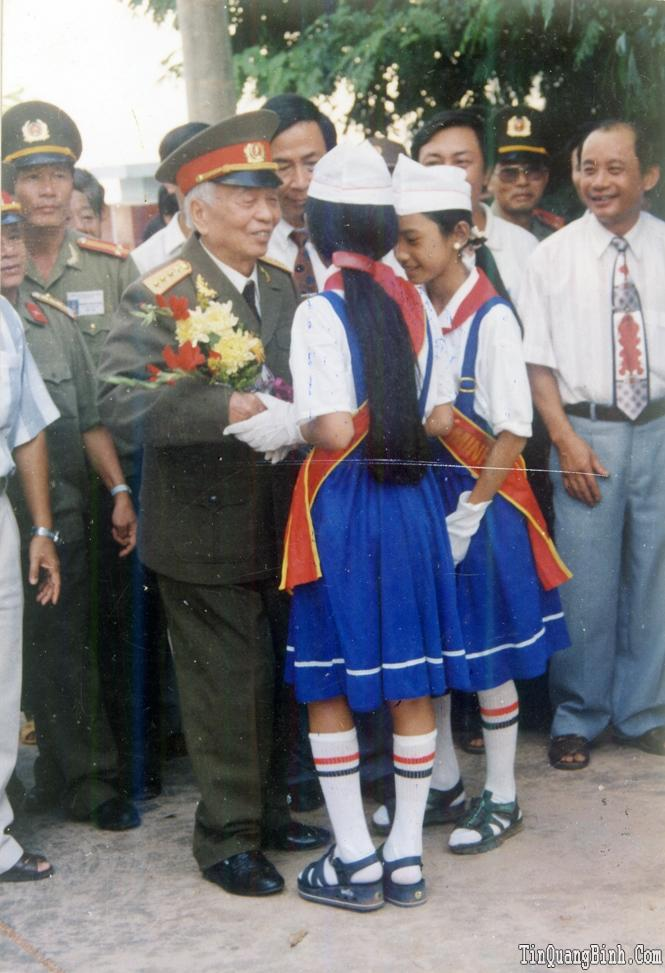 Một số hình ảnh Đại tướng Võ Nguyên Giáp với quê hương Quảng Bình