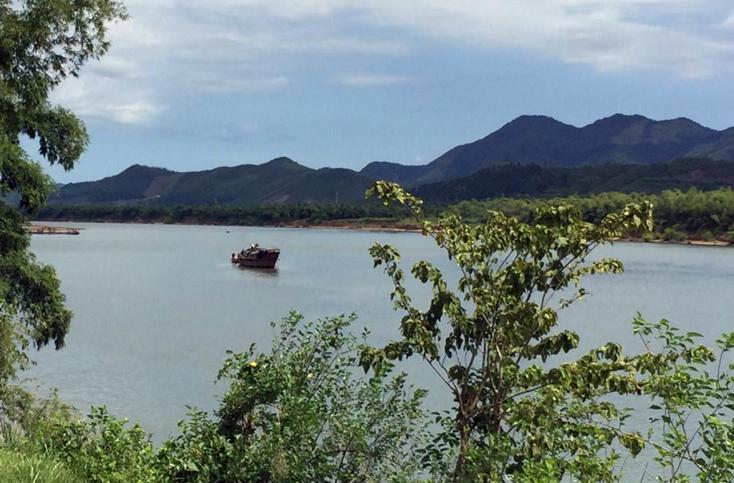 Ngăn chặn khai thác cát, sỏi trái phép trên tuyến sông Gianh