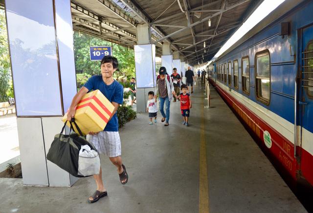 Ngày 15-10, ngành đường sắt bắt đầu bán 300.000 vé Tết