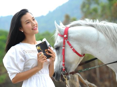 Á hậu Phụ nữ Việt Nam qua ảnh 2012 Vũ Ngọc Hoàng Oanh: Thành công là phải dũng cảm tạo nên bước ngoặt