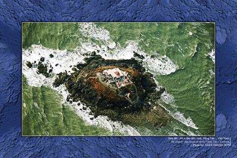 Nhà nhiếp ảnh Giản Thanh Sơn lần thứ 4 xác lập Kỷ lục Việt Nam với bộ ảnh chụp biển từ không trung