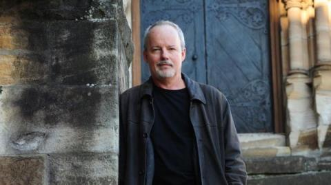 Nhà văn Australia vượt J.K Rowling, giành giải thưởng văn học hàng đầu thế giới