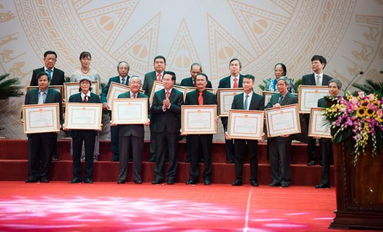 Nhạc sỹ Hoàng Sông Hương được trao tặng Giải thưởng Nhà nước năm 2016