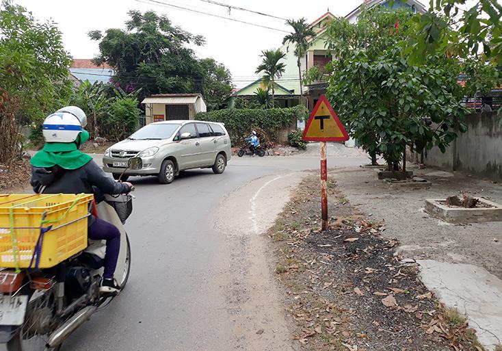 Nhanh chóng di chuyển biển báo giao thông nguy hiểm