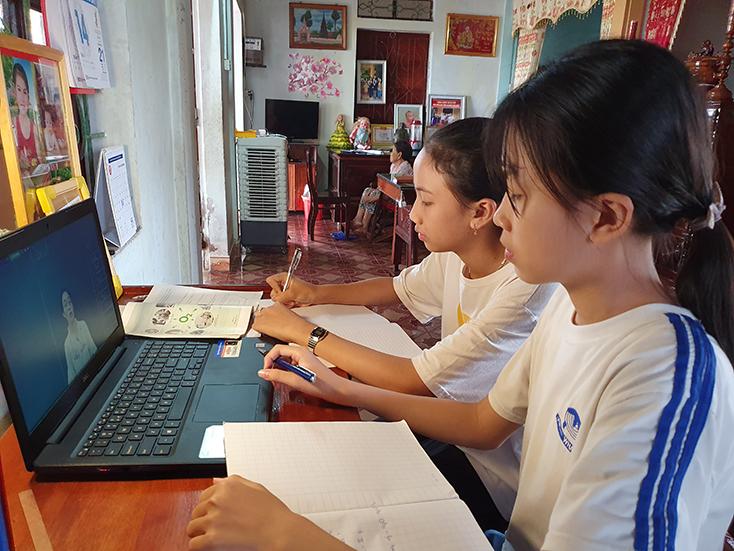 Nỗ lực dạy và học trong mùa dịch