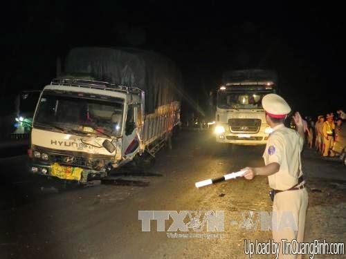 Ô tô con đấu đầu xe tải, 2 người tử nạn
