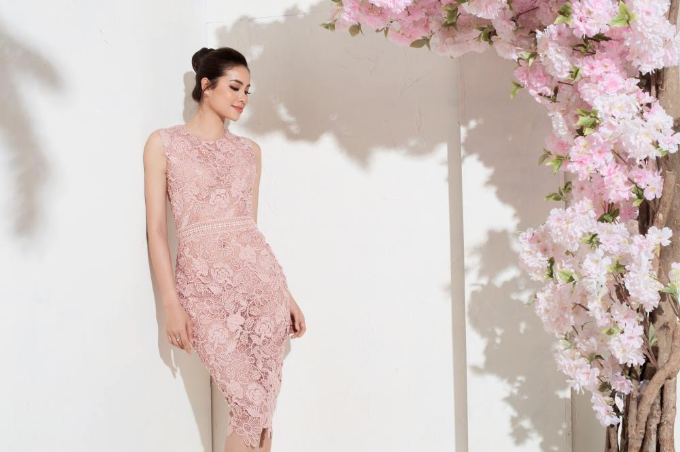 Phạm Hương khoe sắc với loạt váy gam hồng pastel