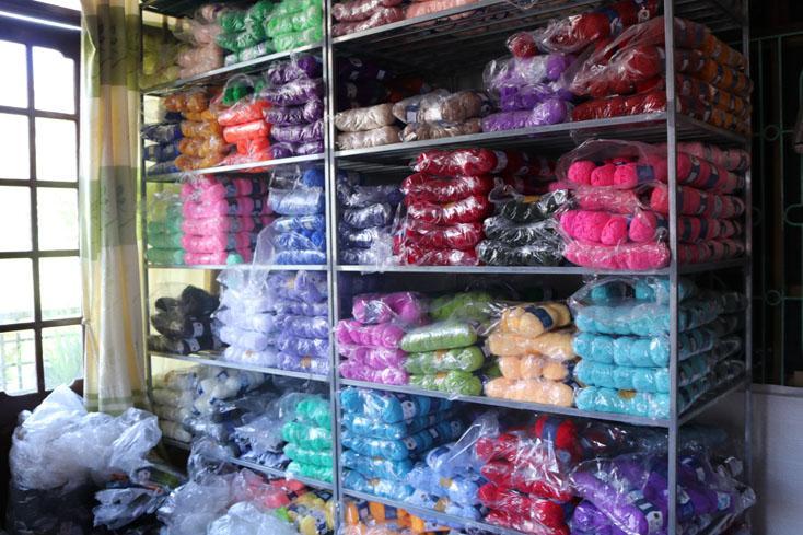 Phát hiện gần 26.500 cuộn len, sợi dệt không rõ nguồn gốc
