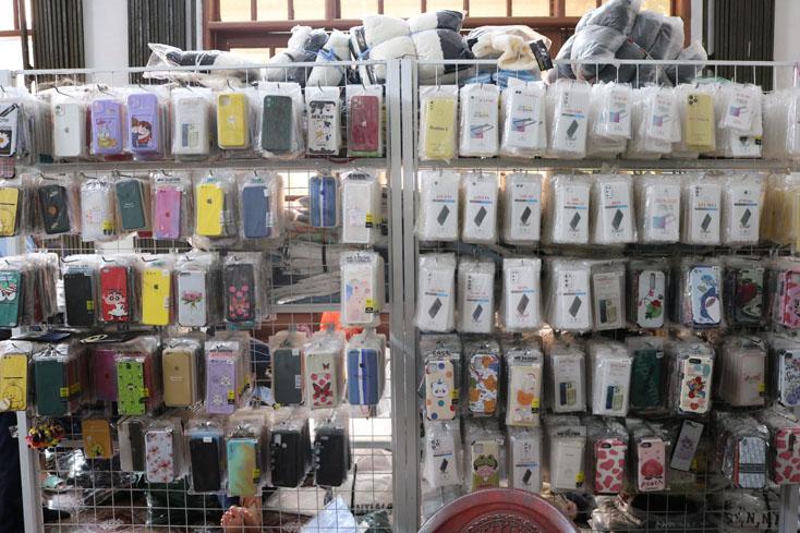 Phát hiện, thu giữ gần 6.800 sản phẩm hàng hóa giả mạo, không rõ nguồn gốc