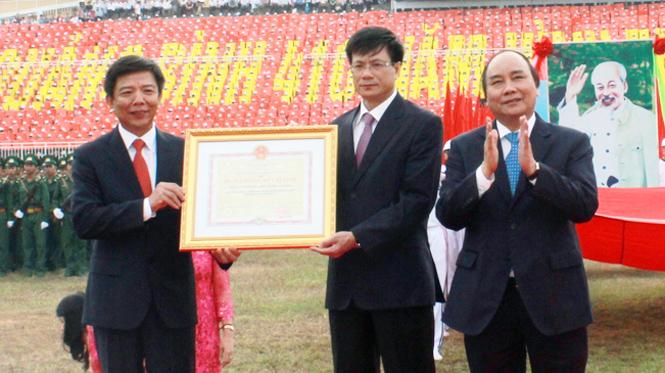 """Phát huy truyền thống quê hương """"Hai giỏi"""", ra sức thi đua xây dựng Quảng Bình phát triển giàu đẹp"""