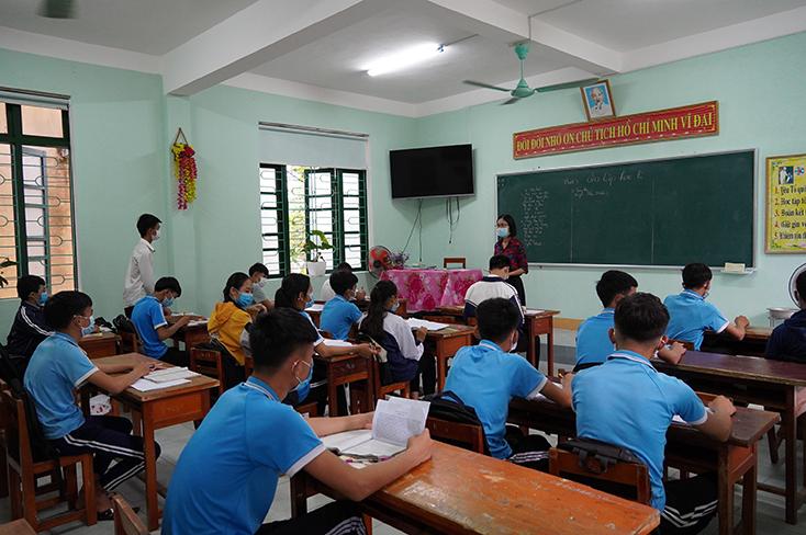 Phát sóng chương trình dạy học trên kênh QBTV cho học sinh lớp 9 và 12