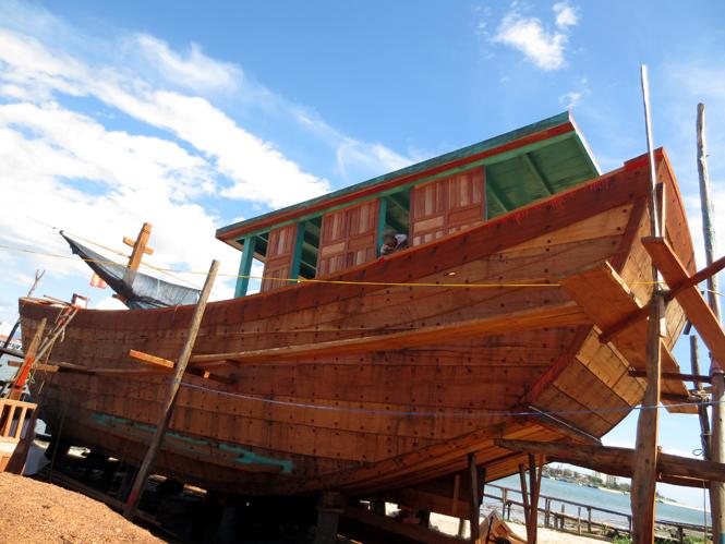 Phía sau những chiếc tàu vỏ thép