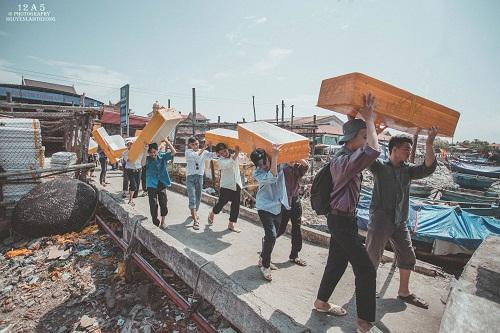"""""""Phiên chợ quê"""" mộc mạc được dựng lại trong kỷ yếu học sinh Quảng Trạch"""