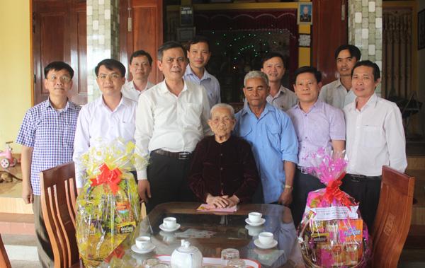Phó Bí thư Thường trực Tỉnh ủy thăm, chúc Tết các gia đình gia đình chính sách