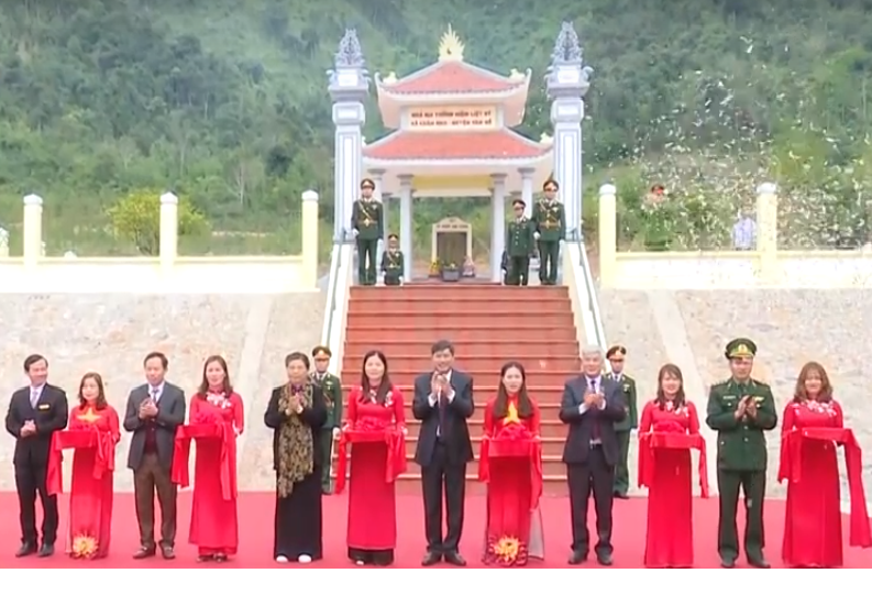 Phó Chủ tịch Quốc hội Tòng Thị Phóng thăm và tặng quà Tết tại Sơn La