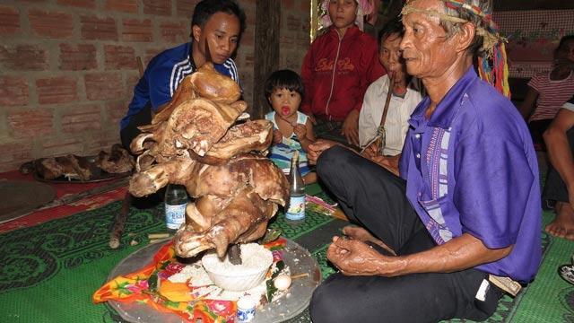 Phong tục cúng hồn người sống nơi núi đá Trường Sơn