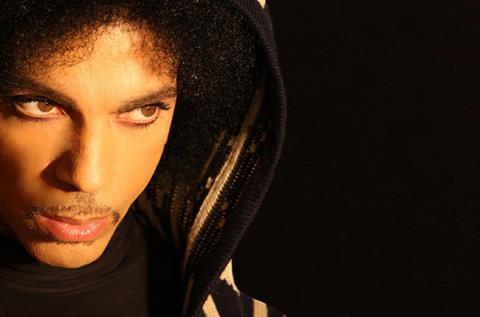 Prince công kích các hãng thu âm bóc lột, ăn chặn của nghệ sĩ