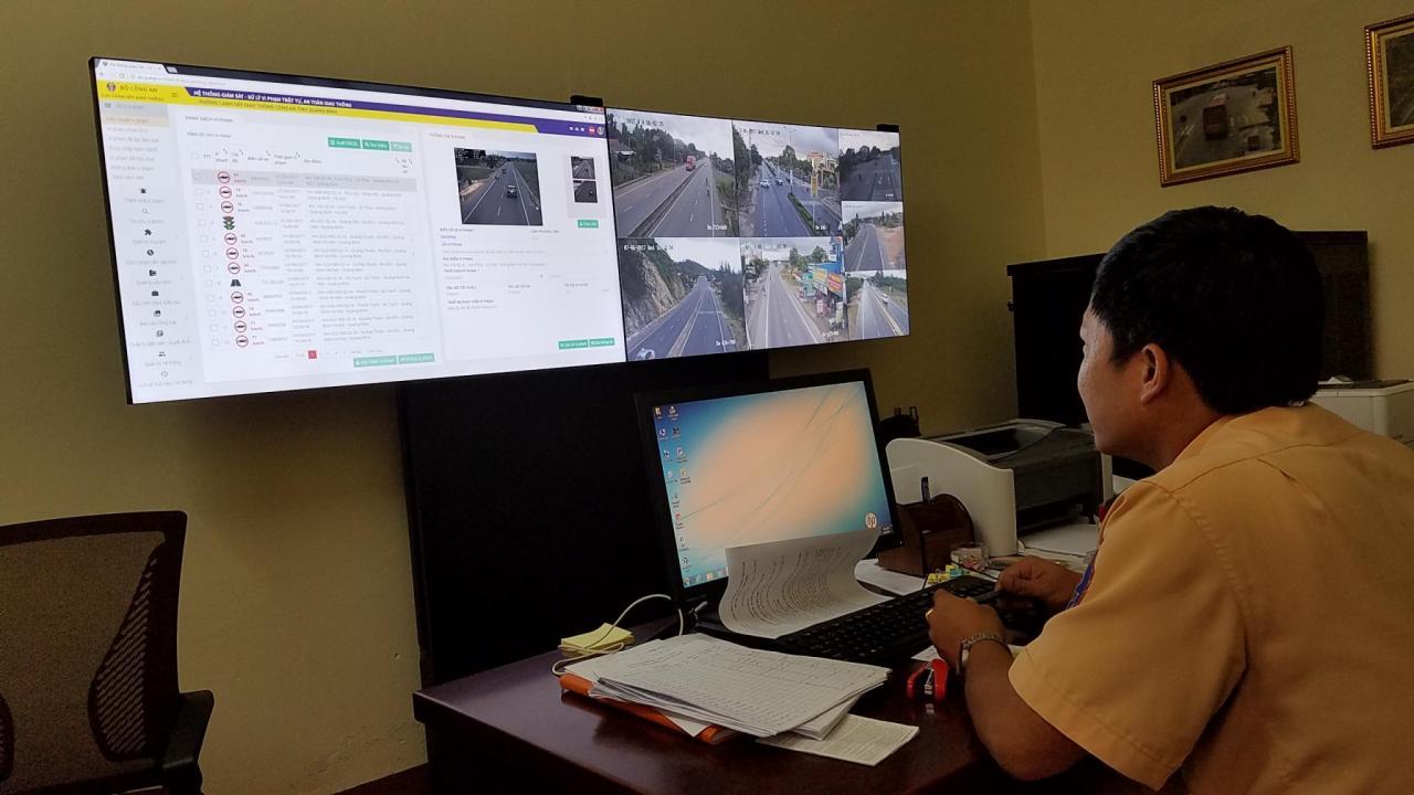 Quảng Bình: 13 xe biển xanh bị xử phạt qua camera trên Quốc lộ 1