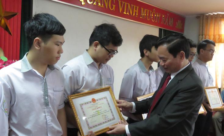 Quảng Bình: 4 học sinh được chọn vào đội dự tuyển Olympic quốc tế năm 2019