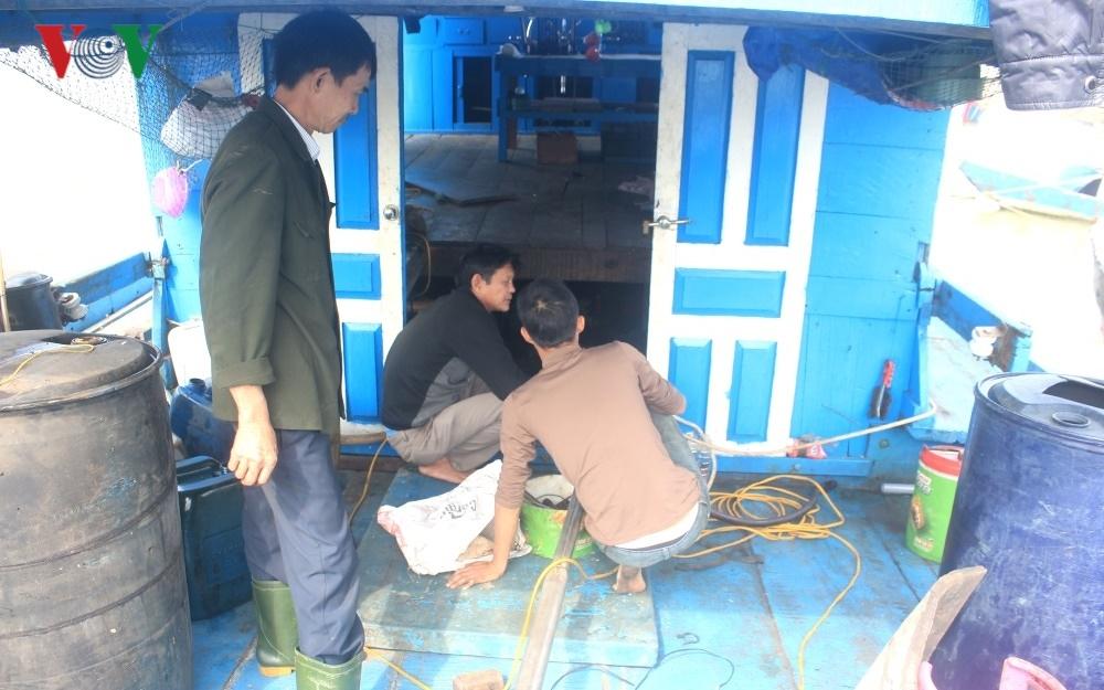 Quảng Bình cấm biển đối với tàu cá ngư dân lắp máy ô tô cũ