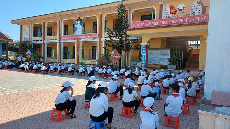 Quảng Bình chủ trương hỗ trợ 100% học phí kỳ 1, năm học 2021-2022 cho học sinh