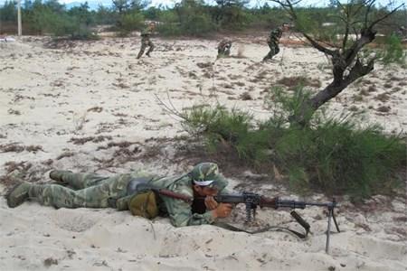 Quảng Bình diễn tập quân dân đánh địch đổ bộ đường biển