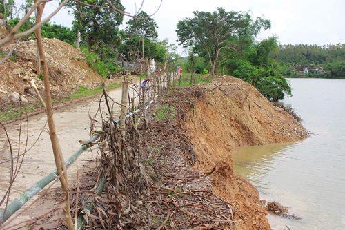 Quảng Bình: Mưa lớn gây sạt lở bờ sông, nhiều hộ dân lo sợ mất nhà