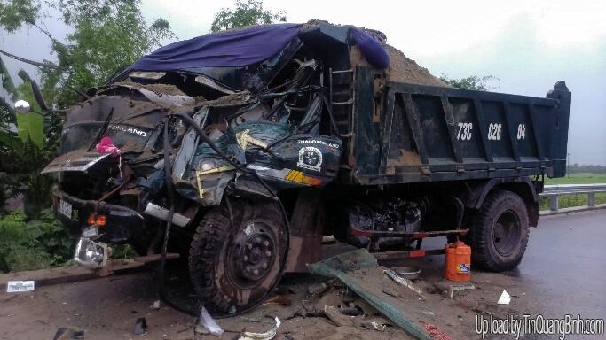Quảng Bình: Tai nạn nghiêm trọng giữa hai xe tải
