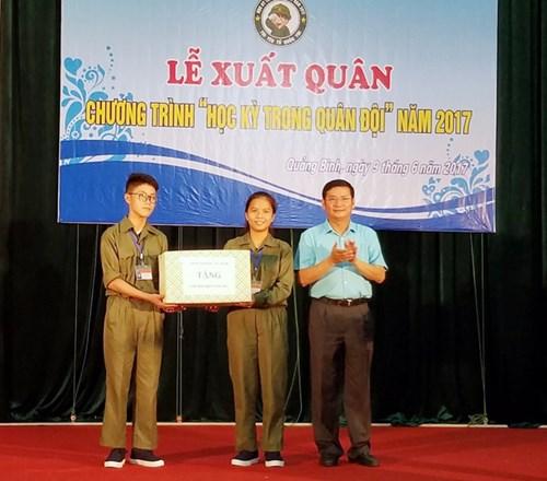 """Quảng Bình: Tổ chức khoá """"học kỳ trong quân đội"""" cho học sinh"""