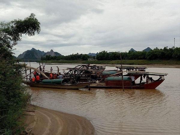 Quảng Bình: Truy bắt 'cát tặc', Phó trưởng phòng Cảnh sát Môi trường bị thương