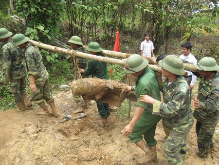 Quảng Bình: Xử lý thành công quả bom dài 1,8m sót lại sau chiến tranh