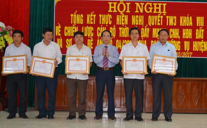 Quảng Ninh phấn đấu đến năm 2020 có 100% cán bộ cấp huyện có trình độ chuyên môn đại học
