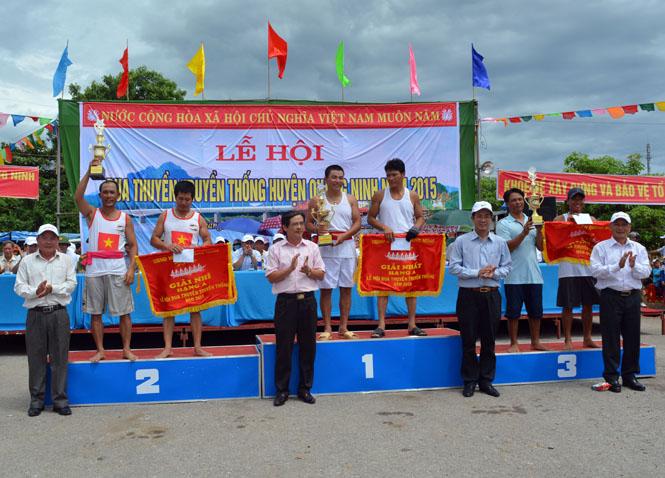 Quảng Ninh tổ chức lễ hội đua thuyền truyền thống