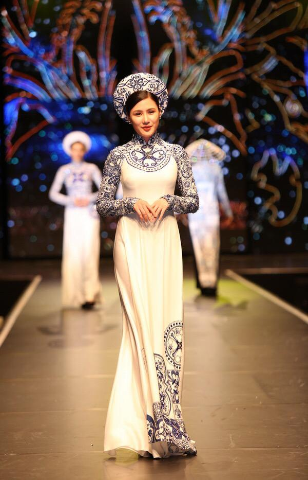 Quỳnh Thư tái xuất, làm vedette diễn áo dài tại Đức