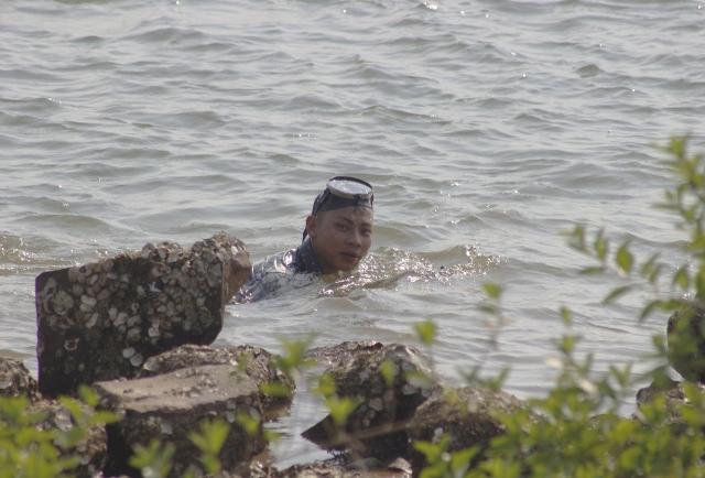 """Săn """"thần dược"""" tăng cường bản lĩnh đàn ông bên dòng sông Gianh"""