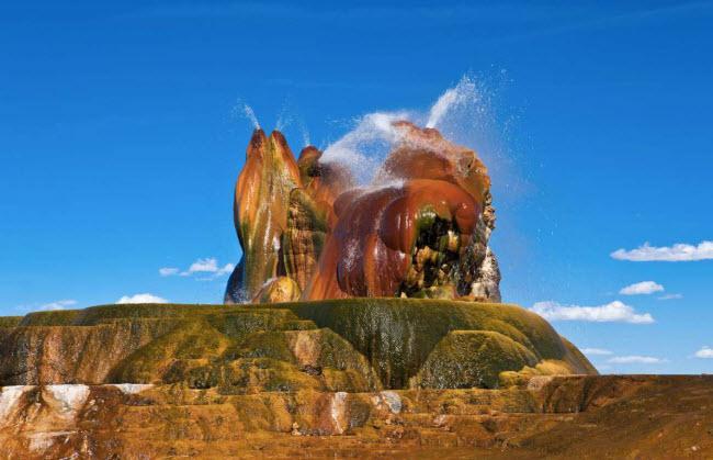Sơn Đoòng lọt vào top kỳ quan siêu thực nhất thế giới