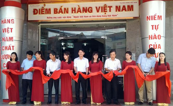 """Sức hút từ điểm bán hàng """"Tự hào hàng Việt Nam"""""""