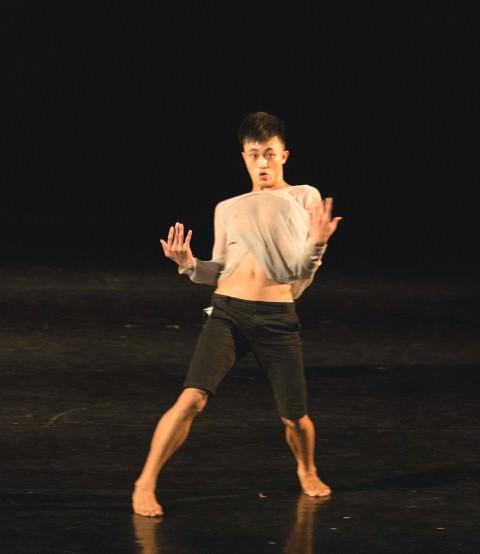 Sùng A Lùng người Mông múa trên sân khấu Sài Gòn: Nổi tiếng tốt thôi, nhưng nổi tiếng vừa vừa dễ sống hơn!