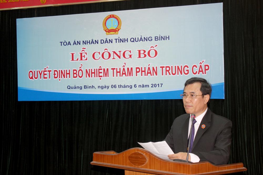 TAND hai cấp tỉnh Quảng Bình trao quyết định bổ nhiệm chức danh Thẩm phán trung cấp