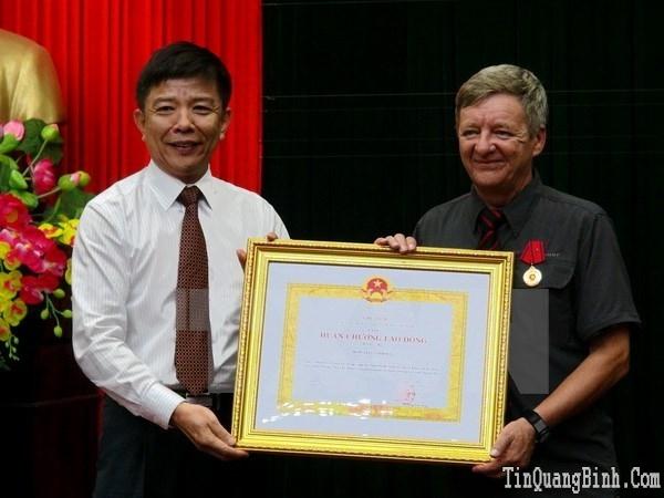 Tặng huân chương cho 2 người phát hiện hang động ở Quảng Bình